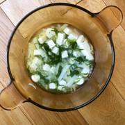 木綿豆腐 葉物野菜 じゃがいものスープの写真