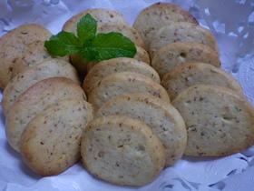 フレッシュミントの葉が入ったクッキー