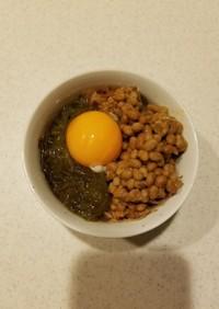大好きな朝食☆めかぶ納豆かつお卵黄ご飯