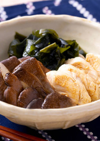 黒あわび茸と鶏ささみの酢の物
