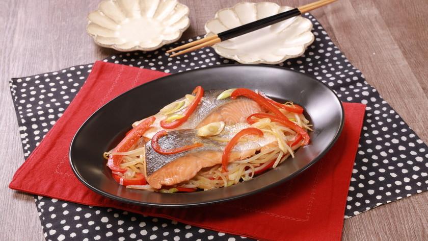 鮭ともやしの中華蒸し