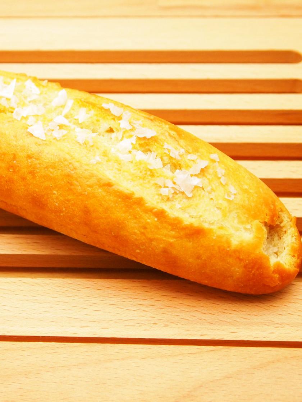 フレークソルトとブレス産バターの塩パン