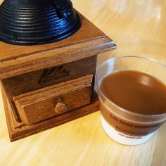 香り豊かな2層のミルクコーヒーゼリー