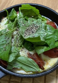 赤ワインに♩焼きトマトと伸びる焼きチーズ