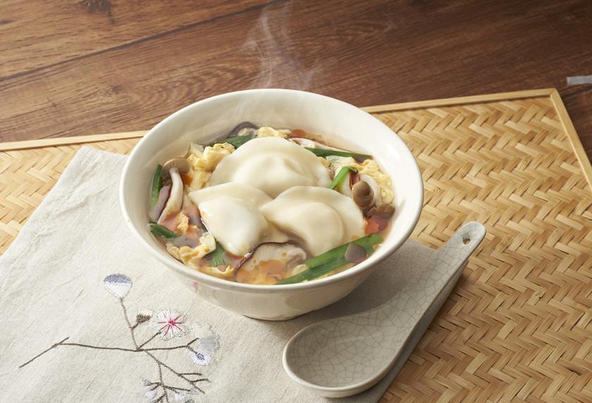 水餃子のピリ辛酸辣湯スープ