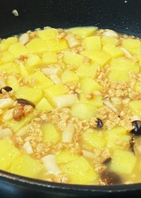 【幼児食】ジャガイモ、大豆ミート、しめじ