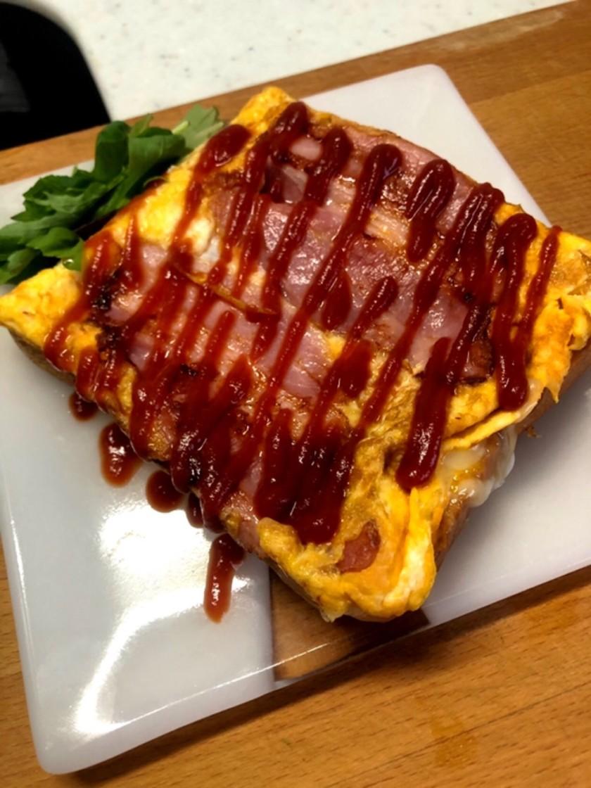 玉子焼きベーコンチーズエッグトースト