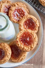 ピーナッツバターとジャムクッキーの写真