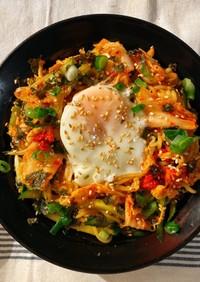 超ヘルシー!蒟蒻麺の甘辛温玉ビビン麺