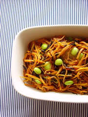 ニンジンとひじきのカレー風味常備菜。の写真