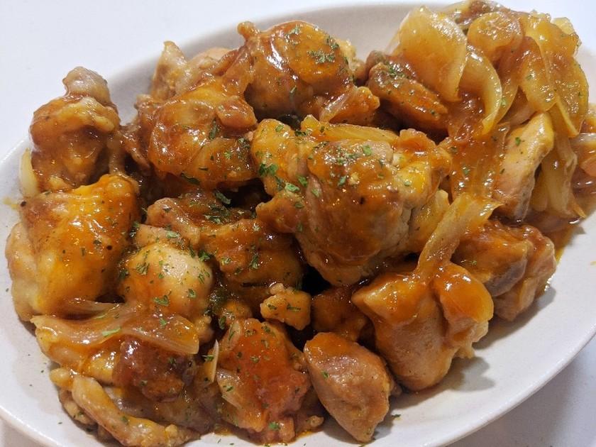 鶏もも肉と玉ねぎのケチャップ炒め