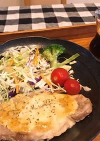 豚厚切りロース肉のカレーマヨチーズのせ