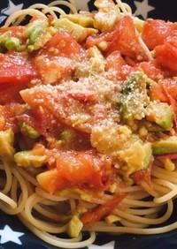 トマトとアボカドの簡単パスタ