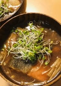 鮭切り身&エノキの赤味噌汁●スプラウト添