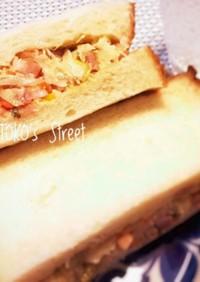 キャベツとベーコンのサンドイッチ