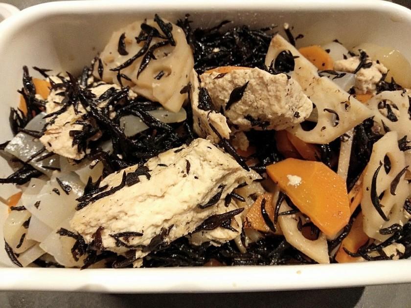 豆腐ゴロゴロひじきの煮物