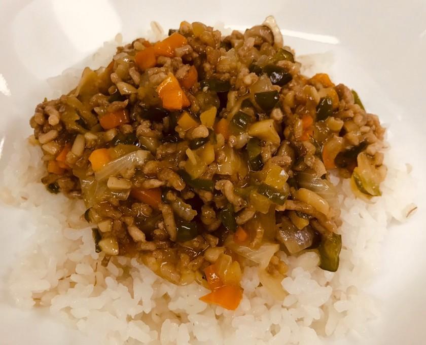 簡単!豚挽肉とみじん切り野菜の餡掛けご飯