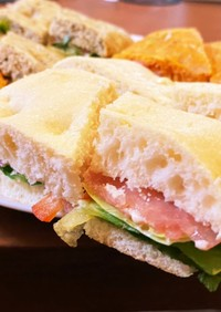 コストコのフォカッチャでサンドイッチ!