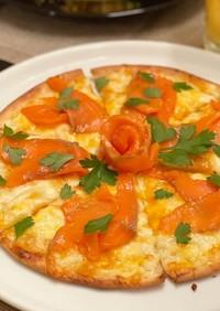 スモークサーモンとクリームチーズのピザ