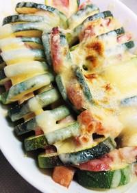 ズッキーニ、ベーコン、チーズ焼き