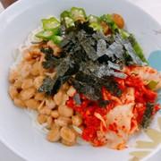 暑い夏に!納豆とオクラのネバネバ素麺の写真