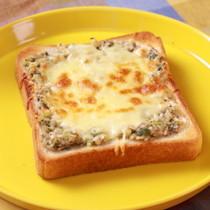 とろ〜りチーズの香味味噌トースト