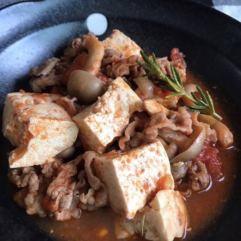 お豆腐と牛こま肉のトマト煮込み