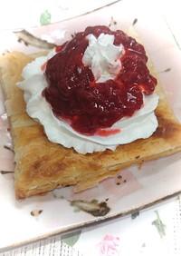トースターで苺ジャムホイップクリームパイ