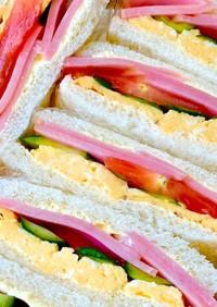 野菜&ハム&エッグの具沢山サンドイッチ