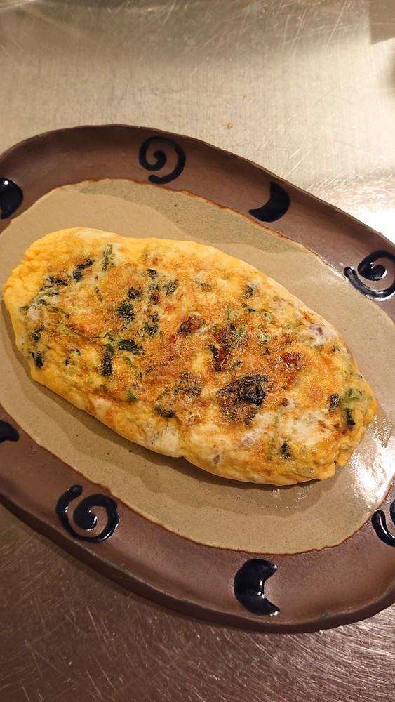 簡単きれい!モロヘイヤとチーズのオムレツ