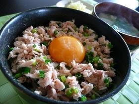 超簡単朝ごはん★ツナ卵丼(卵かけご飯)