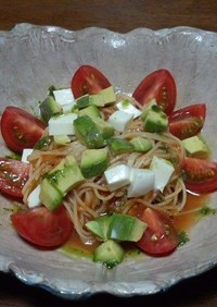 生野菜の冷製パスタ