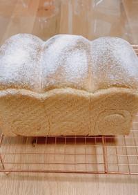 リスドォルとコーングリッツの山型パン