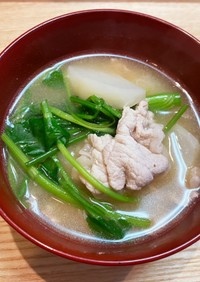 豚肉と蕪とセリの味噌汁♡