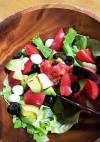 トマトとアボカドとモッツァレラのサラダ
