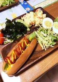 ホットドックと好きなサラダでカフェご飯☆