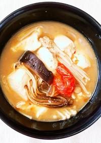 簡単ヘルシー☆きのことトマトのお味噌汁