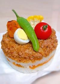 キーマカレーの押し寿司ケーキ