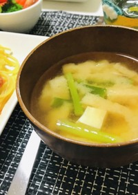 簡単ネギと油揚げと豆腐のお味噌汁