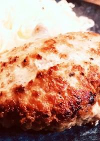 豚挽肉だからこそジューシーハンバーグ