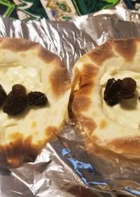 レーズンとクリームチーズの餃子の皮ピザ
