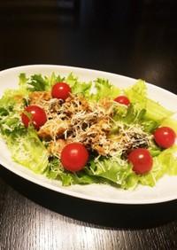 サバ味噌煮缶とフリルレタスのサラダ