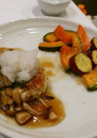 鶏と豆腐の和風ハンバーグ マリネ野菜添え