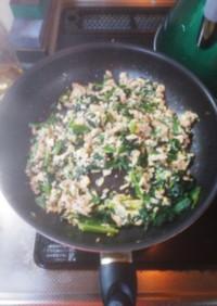 卵とツナとほうれん草のバター醤油炒め