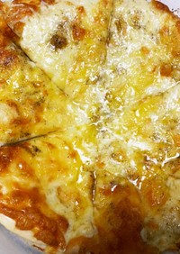 4種チーズとはちみつのピザ