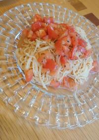 トマトとバシルの冷製パスタ
