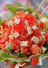 スモークサーモンのカルパッチョ風サラダ
