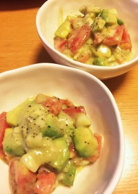アボカドとトマトのハニーシーザーサラダ