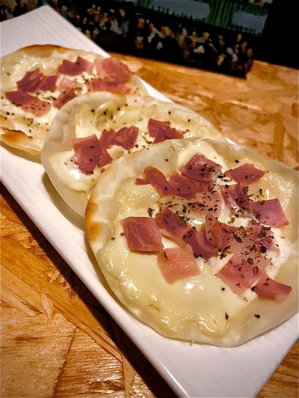 【おつまみ】餃子の皮でフラムクーヘン