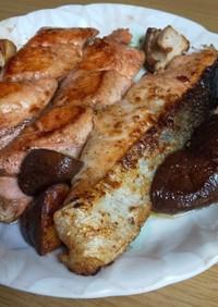 秋鮭のニンニクバター醤油焼き